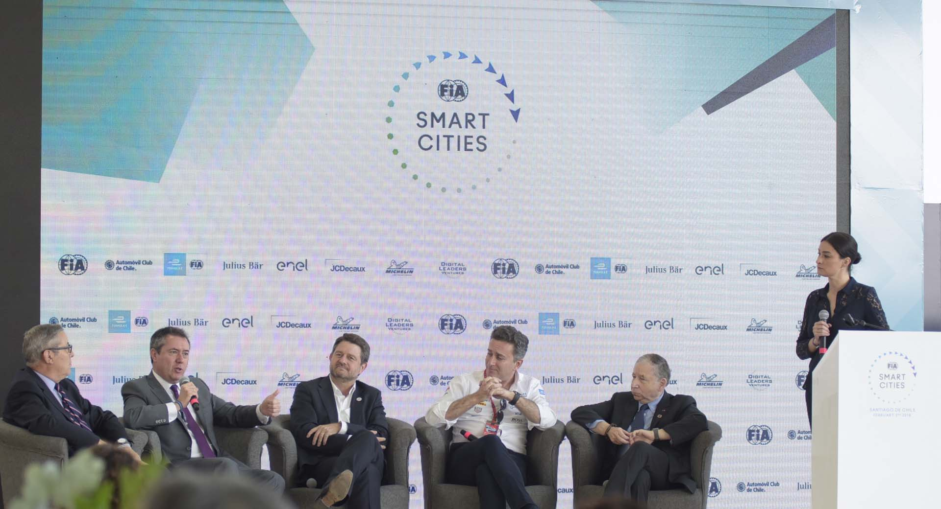 The role of clean mobility for a strong economy discussed at FIA Smart Cities Forum in Santiago de Chile